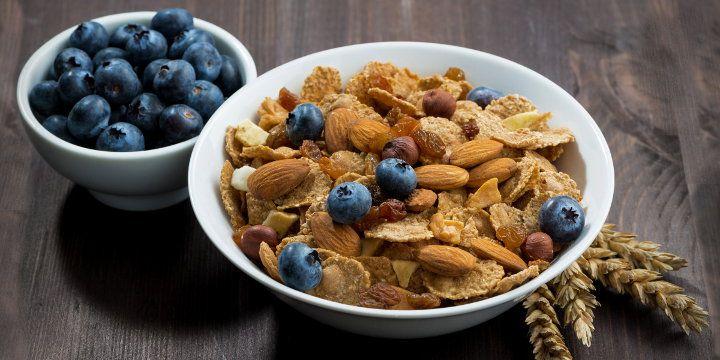 Che cosa sono le fibre alimentari? Avere una dieta ricca di fibre significa mantenersi in ottima salute. Ma le fibre alimentari non sono tutte uguali. Èimportante conoscere la distinzione tra i vari tipi di fibre ed in quali alimenti si trovano. #alimentazione #benessere