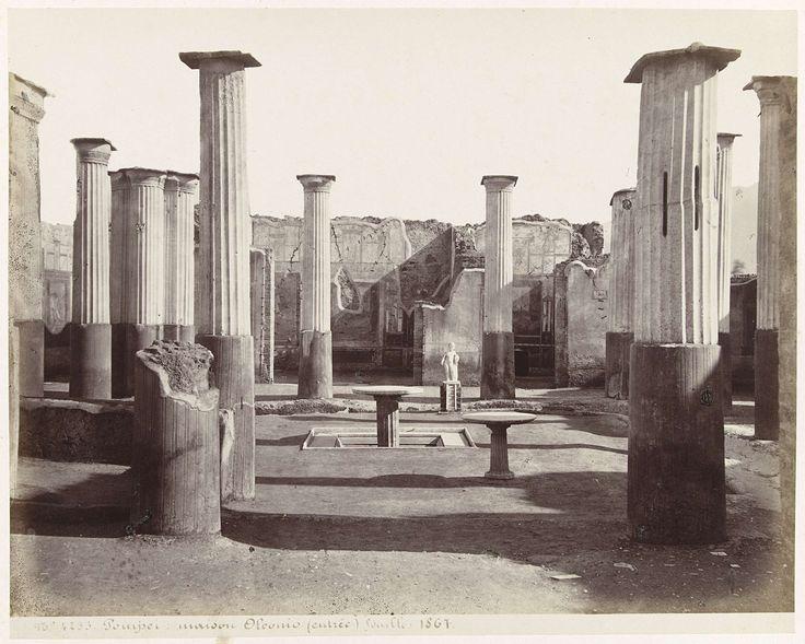 anoniem | Gezicht op de ruïnes van het huis Oleonio in Pompeii, attributed to Giorgio Sommer, 1867 |