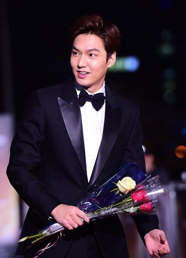 Lee Min Ho, who won Best New Actor for Gangnam Blues (aka Gangnam 1970)Controversy surrounds Grand Bell Awards as all best actor and best actress nominees decline to attend in the face of new rules