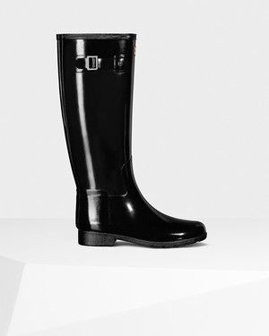 Hunter introduces a new sartorial interpretation of the Original boot,  presenting the Original Refined boot in a gloss finish.