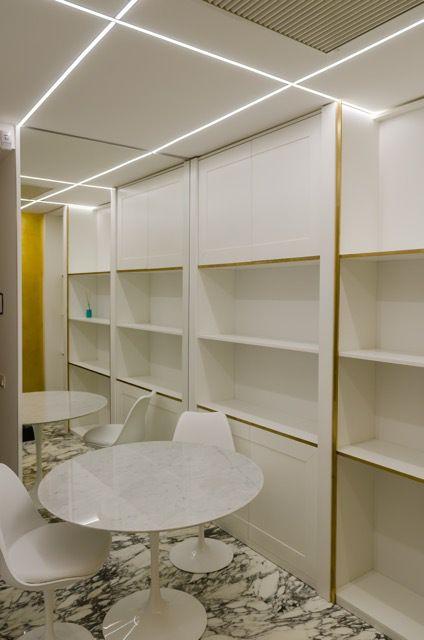 ristrutturazione di interni #roma fausto di rocco architetto #fastlabarchitetti #interior #marble #black #gold #marmo #nero #oro #camera da letto #bedroom #white #bianco #mirror #specchio #led #light #architecture