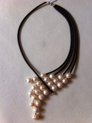 Collar perla cultivada en agua dulce, acero, caucho y plata de 1ª ley by mavrica