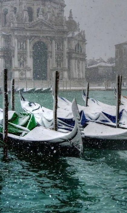 Venice under snow. So beautiful.... Santa Maria della Salute Roman Catholic Church in the background.