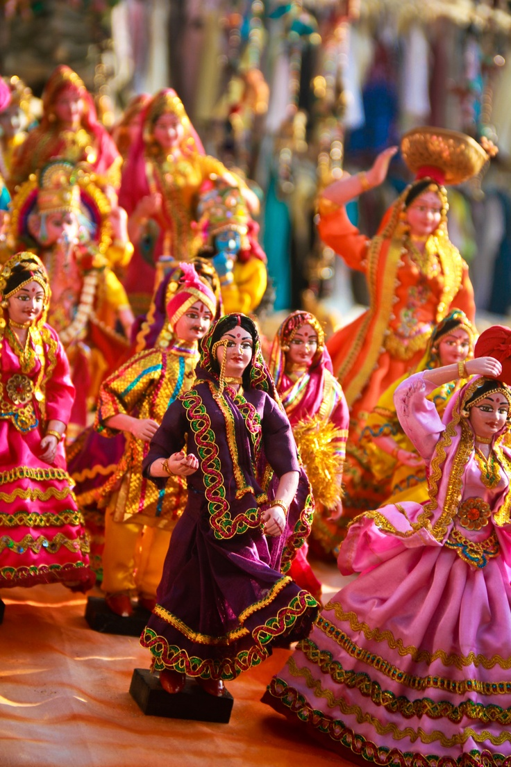 iswarya:    Dancing dolls.