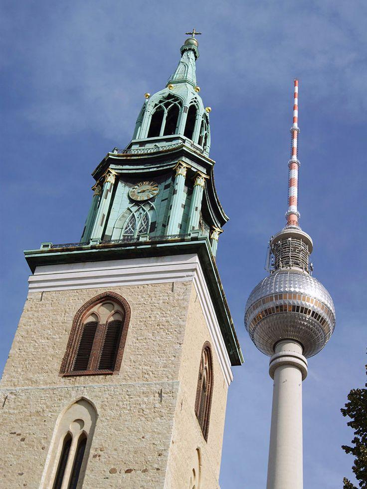 Берлин. Что нам известно про этот город? Ну, кроме того, что над ним когда-то взвевался флаг СССР, над Рейхстагом. Однако Берлин – это красивый город, город очень густонаселённый и достаточно большой, столица Германии. Из-за красоты город называют Афинами на Шпрее (река, на которой стоит Берлин). Что же можно здесь посмотреть? Подробнее на http://toarrive.ru/ #ToArrive #travel #city #flight #journey #country #relax #trip #world #earth #real # путешествие