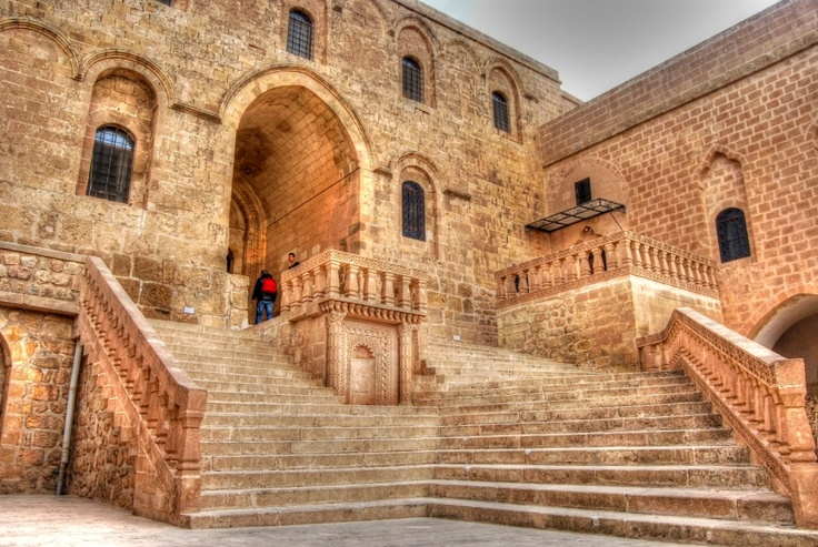 Deyrulzafaran Monastery in the Mardin region: Şimdiye kadar gördüğüm en etkileyici kiliseydi. Manevi havası oldukça güçlü...
