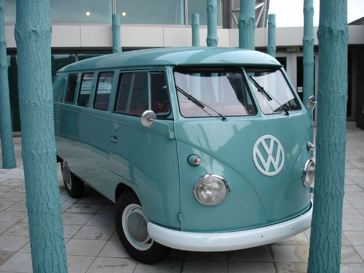 I want a VW bus to travel to California!! How fun would that be :)