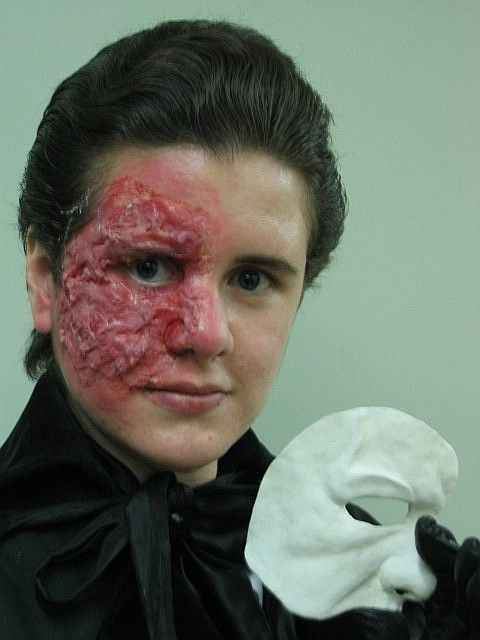 Gelatin to use in stage makeup!  Who'd have thought to!