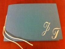 Guestbook con iniziali dipinte a mano