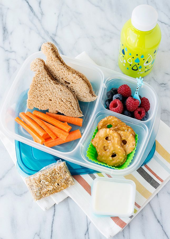 Lunches for Kids: Homemade Energy Bars || packed in #EasyLunchboxes containers