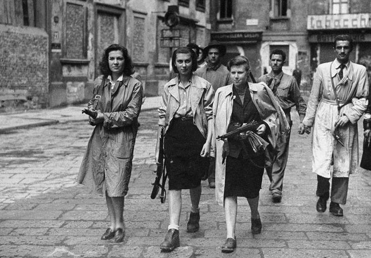 Durante la seconda guerra mondiale circa 35mila donne combatterono al fianco dei partigini. Queste sono alcune delle loro storie.