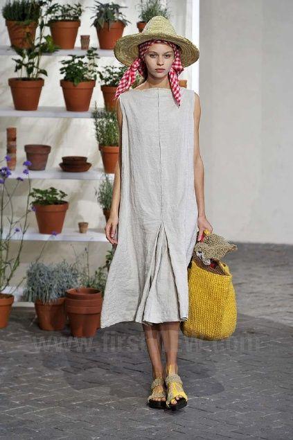 Lower pleat in dress