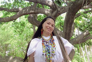 Ati Janey Mestre Izquierdo is an Arhuaco poet, storyteller and weaver of baskets and mochilas, traditional woven bags