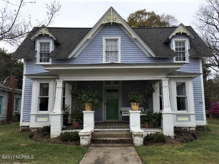 Lovely architectural detail in this 1879 Victorian. This home has a large backyard and is an easy walk to downtown marinas, restaurants, shopping and the arts. Priced to allow for updating. New roo…