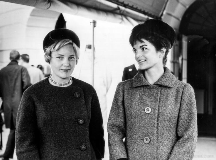 First Lady Jackie Kennedy poses with Mrs. Lisbeth Werhahn, German Chancellor Konrad Adenauer's daughter, at the welcome ceremony for the Germany Chancellor at the White House on November 14, 1962.