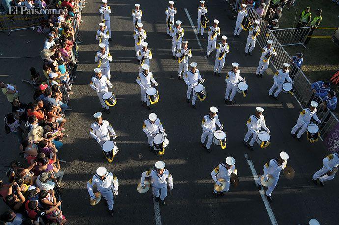 ICientos de caleños disfrutaron del desfile militar en homenaje a Cali