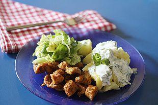 Minzige Frühkartoffeln mit Hähnchenbrust und Salat