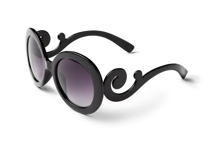 Gafas de sol con patilla en espiral.