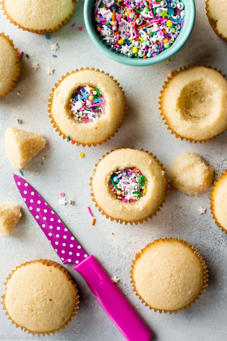 How to make party piñata cupcakes filled with sprinkles! Easy to make and ready for any celebration. Recipe on sallysbakingaddic...