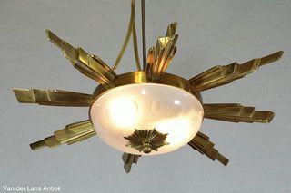 Zonneplafonniere 26000 bij Van der Lans Antiek. Meer antieke lampen op www.lansantiek.com