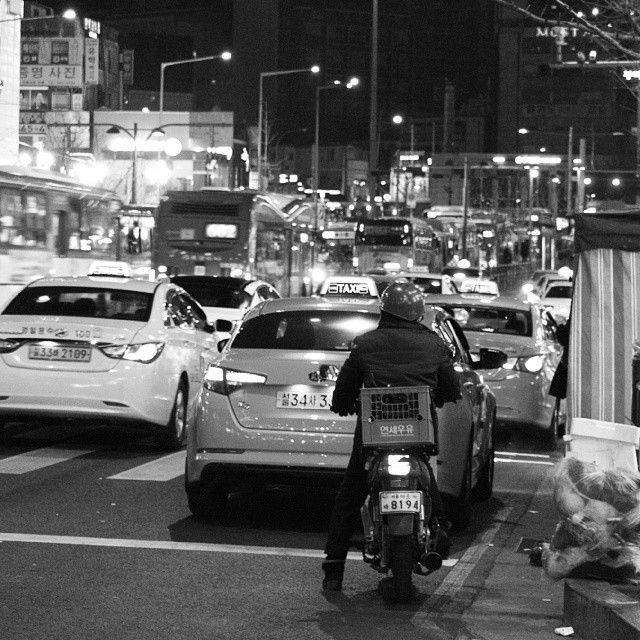 csh153 / #서울#신촌로터리#신촌#seoul#야경#흑백#black 2013년 12월 28일 / 서울 마포 노고산 / #골목 #거리 / 2013 12 28 /