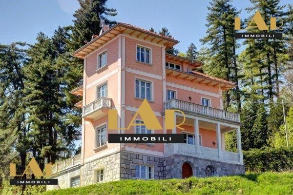 Sale Flat on Maggiore Lake completely renovated, is sold on Lake