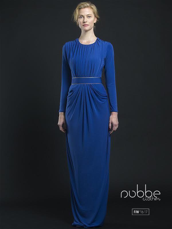"""NUBBE CLOTHES   F/W '16-17  Nos transportamos a la elegancia de la antigua Grecia de la mano del vestido """"Zafiro"""".  También disponible en morado y en negro. Hazte con él en nuestra tienda online y puntos de venta. http://tienda.nubbeclothes.com/  #otoño #fashion #moda #modagallega #madeinspain #elegante #vestido #grecia"""