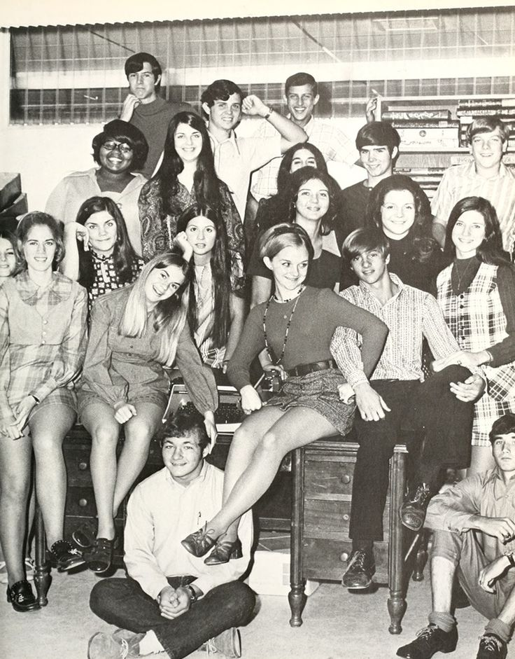 retro-vintage-teen-schoolgirl-upskirts-girl-nudist