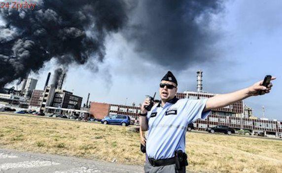 Vyšetřování požáru v Unipetrolu skončilo. Policie obžalovala zaměstnance chemičky
