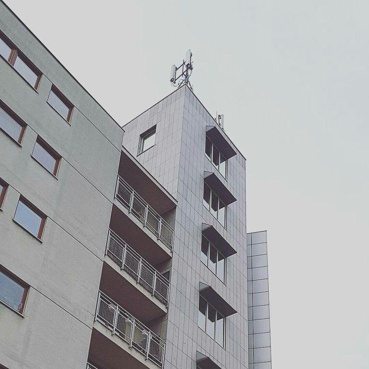 Warszawa Grochów -  Budynek przy Rondzie Wiatraczna / architecture detail #wydobywamokolice #imurbiminer