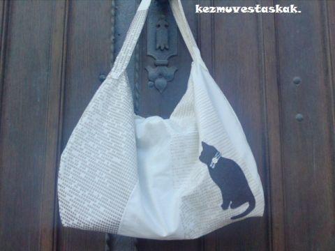 Fehér-szürke cicás táska-Őszi kollekció, Táska, Válltáska, oldaltáska, Nagyon szép nyomott mintás lakástextil anyagból készült ez a táska,a cicás minta filc anyagb..., Meska