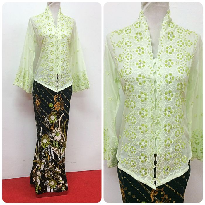 Kebaya Karla III is available in S and M size. Elegant, simple and versatile!