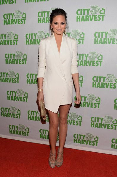 Chrissy Teigen Cocktail Dress - Chrissy Teigen's white tuxedo-style dress gave her a sleek structured look on the red carpet.