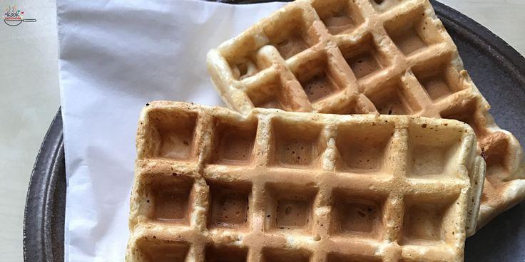 Is er iets lekkerder dan zelfgemaakte wafels? En het is nog gemakkelijk om te maken ook! Je kunt het recept zo gezond maken als je zelf wilt. En er van alles aan toevoegen: vanille, kaneel, fruit.. Basisrecept wafels Meng 150 gram bloem, 1 theelepel bakpoeder, 2 eetlepels suiker en een flinke snuf zout in een … Continue Reading