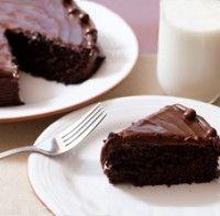 Denne saftige chokoladekage er uden sukker, gluten og mælk.