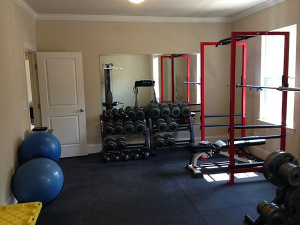 Well equipped bedroom gym complete with stall mat