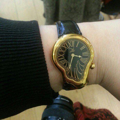 4. Reloj al más puro estilo de Dalí.