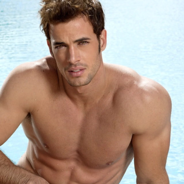William levy! This man was chiseled by angels! Oh myyyy