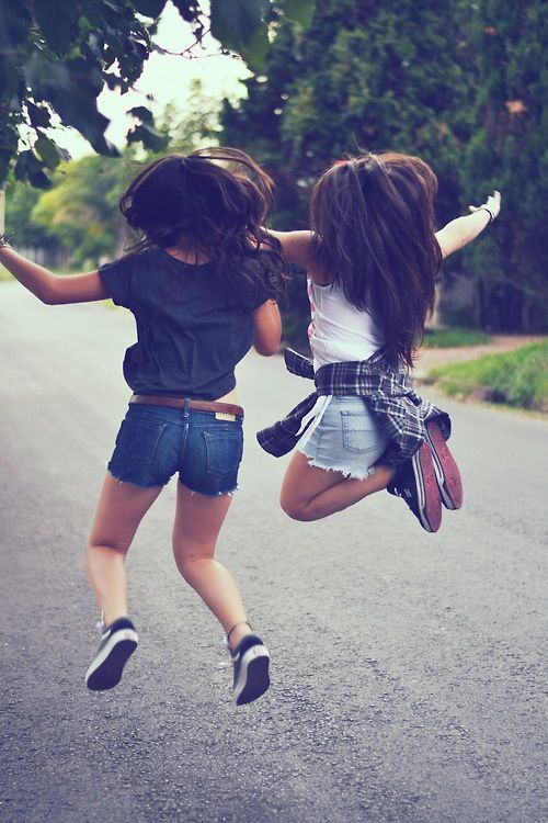 I really want a jumping picture with my bestie!