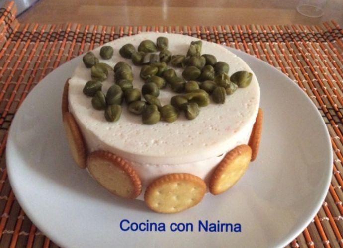 Tarta de salmón y philadelphia para #Mycook http://www.mycook.es/receta/tarta-de-salmon-y-philadelphia