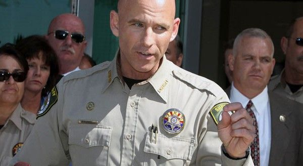 Repin: Sheriff Babeu: Over 120,000 Illegals Arrested Near Tucson...7/31...  Prayers for Sheriff Paul and Sheriff Joe.  Death threats have been made against them.  The FBI notified them and another Sheriff about the threats.