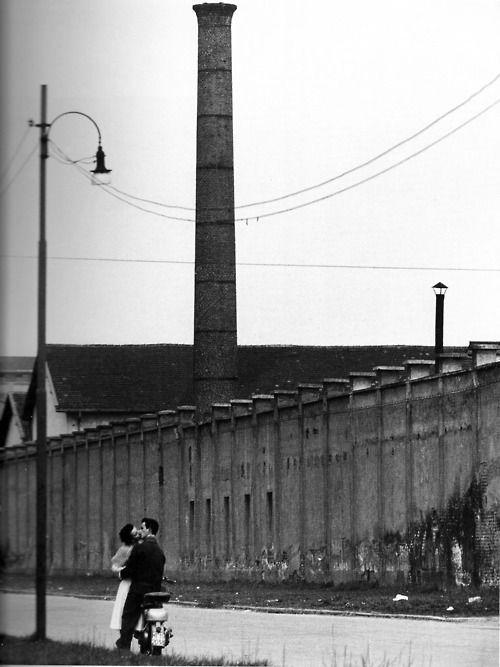 Mario De Biasi,Pausa di mezzogiorno in viale Ortles, 1952