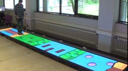 Videovloer laat patiënten revalideren door spelletjes te spelen  Een nieuwe videovloer moet patiënten helpen om op een leukere manier opnieuw te leren lopen. Op die vloer kunnen patiënten namelijk spelletjes spelen. De vloeris gisteren geïnstalleerd in het DesignLab van de Universiteit Twente. In dat lab komen verschillende vakgebieden samen op te zoeken naar oplossingen voor maatschappelijke problemen. In de ledvloer bevinden zich sensoren [...]  Lees Videovloer laat patiënten revalideren…