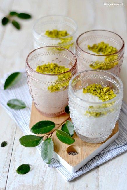 Mouhalabieh-Comme une crème à la fleur d'oranger & aux pistaches.