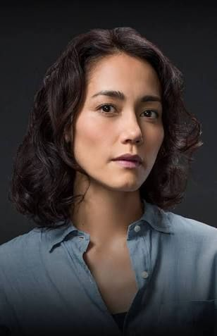 Sandrine Holt as Julie in the US Returned. So far Julie is my favourite character played by the amazing Sandrine Holt. Lucky Agnes Bruckner to play her love interest.