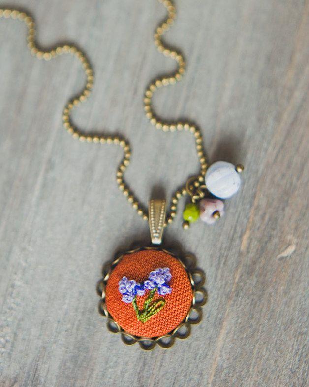 Ketten lang - Einzelstück❤ Rittersporn Blume gestickt - Kette - ein Designerstück von TanteRina bei DaWanda