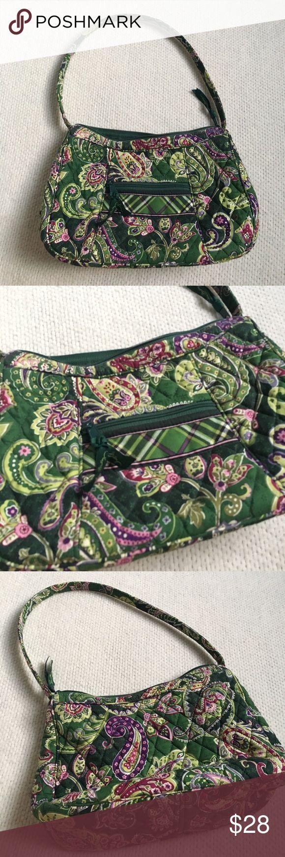 Vera Bradley Handbag Vera Bradley Handbag in excellent condition. Adorable! Vera Bradley Bags Shoulder Bags