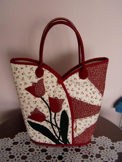 tulipanos taska by juhaszneaniko, via Flickr