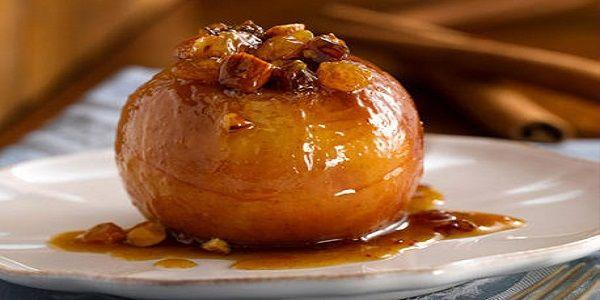 Υλικά 8 μήλα κόκκινα ή άλλου είδους 8 κουταλιές της σούπας ζάχαρη μίση κούπα λικέρ 1 φλιτζανάκι του καφέ κονιάκ μισή κούπα καρυδό...
