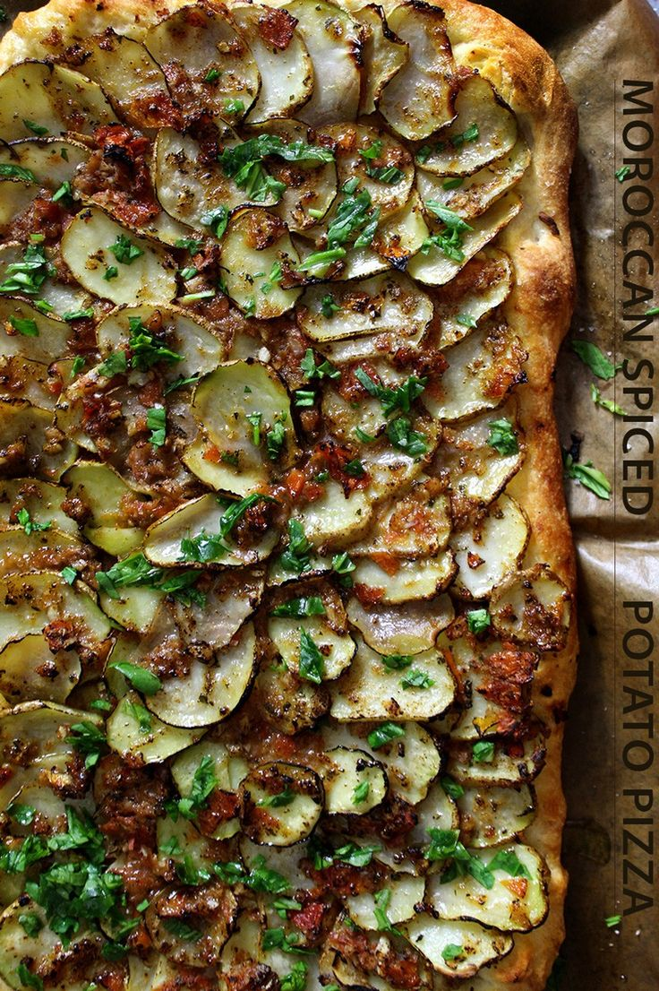 Moroccan spiced potato pizza {Middle Eastern recipes} #middleeast #morocco #arabic #vegetarian